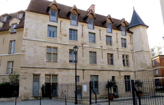 Замок «Chateau De La Reine Blanche»