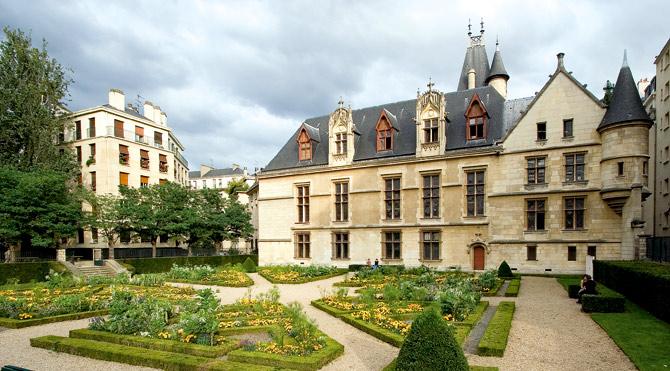 Замок «Hotel De Sens»