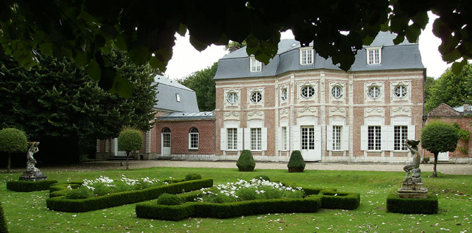 Замок «Chateau De Bagatelle»