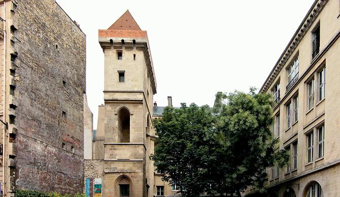 Замок «La Tour Jean-Sans-Peur»